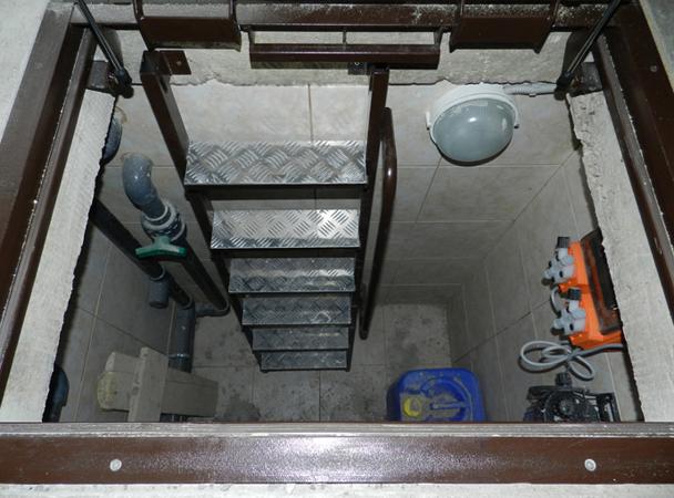 Металлическая лестница в погреб своими руками 662